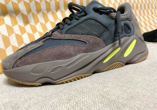 Yeezy  Boost 700 Mauve photo review