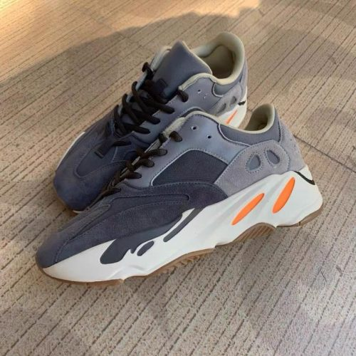 Yeezy  Boost 700 Magnet/Inertia/Wave Runner sneakers/Mauve/Utility Black photo review