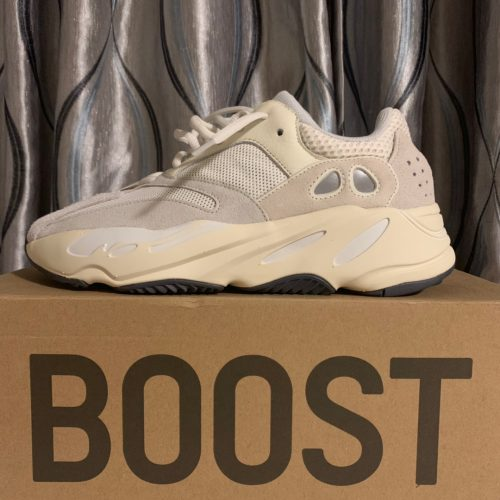Yeezy  700 Analog sneakers photo review